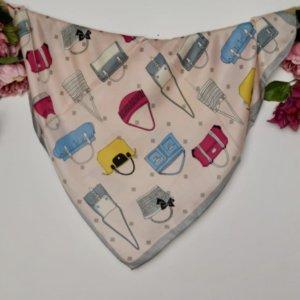 Pañuelo de mujer motivo bolsos
