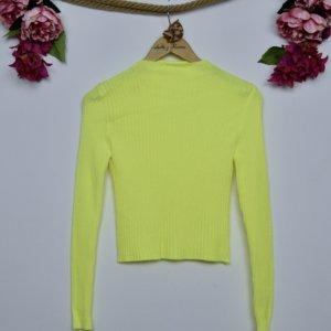jersey de lana color flúor cuello chimenea