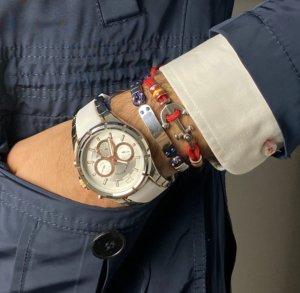 reloj de hombre con pulsera de acero y caucho