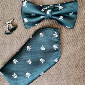 conjunto de pajarita, pañuelo y gemelos calavera