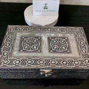 caja metálica hecha a mano