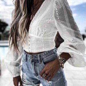 blusa blanca perforada